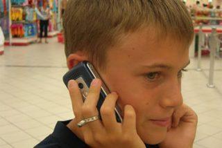 Móviles: Útiles, pero con riesgos para niños y adolescentes