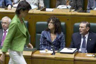 San Gil culmina su abandono de la política al dejar el Parlamento vasco