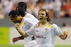 El Sevilla gana pero no convence