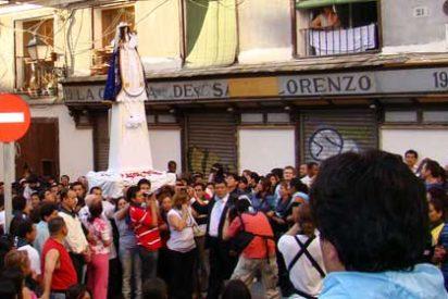 """Multitudinaria procesión de la """"Vírgen del Cisne"""" en Madrid"""