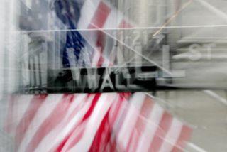 Wall Street se hunde y sufre la mayor caída de su historia