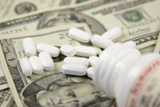 Las grandes farmaceuticas arrían velas por la crisis
