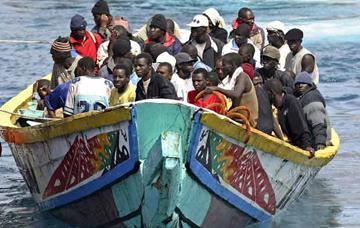 Interceptan un cayuco con 65 inmigrantes a bordo al sur de El Hierro