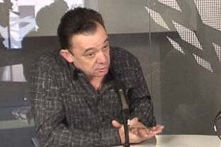"""Abellán: """"Algunos periodistas son borrachos, viciosos y viven de poner la mano boca arriba"""""""