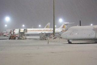Barajas suspende sus operaciones por la nieve y la imprevisión de la ministra Maleni
