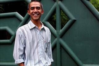 """Un fotógrafo indonesio se hace famoso en televisión por ser """"el doble de Obama"""""""