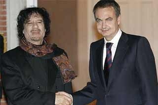 Gadafi amenaza con nacionalizar Repsol para pagar la deuda de los atentados que él mismo instigó