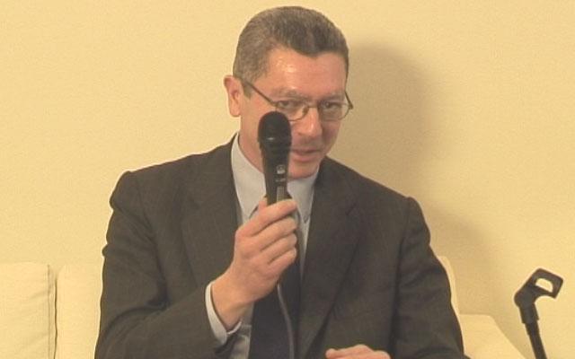 """Gallardón: """"Los únicos micrófonos que hay en mi despacho los ponen los periodistas"""""""
