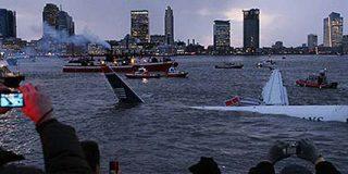 Rescatados con vida los pasajeros del avión caído sobre el río Hudson en Nueva York