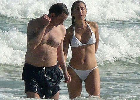 """Ingrid Betancourt, fotografiada en Miami con su familia y un """"amigo"""""""