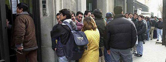 La policía de Rubalcaba se dedica a hacer redadas de inmigrantes sin papeles ante los colegios de sus hijos