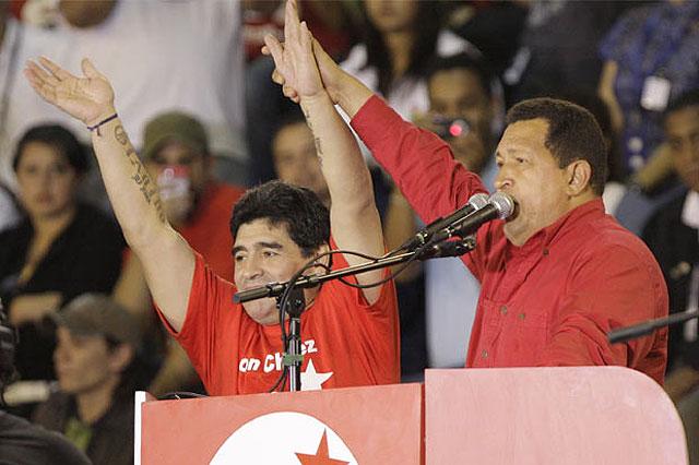 """Maradona sintoniza con los planes del Gorila Chávez y lo apoya como """"líder eterno"""""""