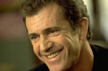 Mel Gibson dona 109 viviendas a los afectados por un huracán en México