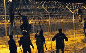 Muere un inmigrante por disparos de la Policía marroquí al intentar pasar a Melilla