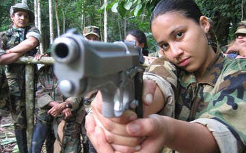 Dos guerrilleros de las FARC liberan a dos secuestrados