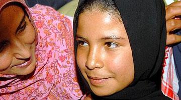 Una niña de solo 11 años, ya divorciada, consigue con sus memorias emocionar al mundo