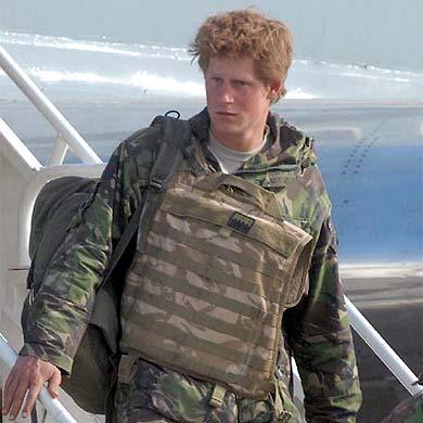 El príncipe Enrique se disculpa por insultar a un compañero de unidad