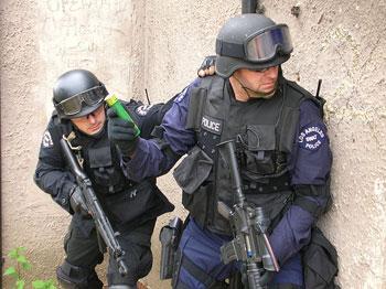 Los SWAT de Dinamarca asaltan la casa de dos jugones alertados por el volumen de su Playstation