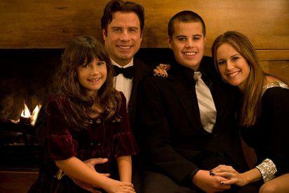 Tres facinerosos detenidos por intentar extorsionar a John Travolta con fotos de su hijo