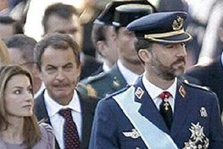 El desfile comienza con abucheo a Zapatero