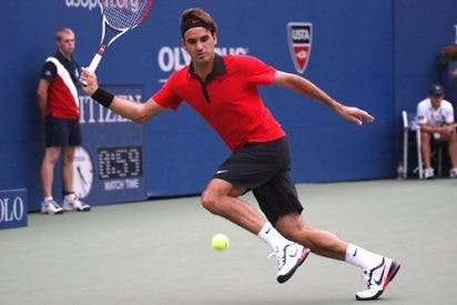 Federer se defiende a raquetazos de un psicópata