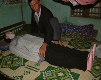 Desentierra el cadáver de su esposa y duerme con él durante cinco años