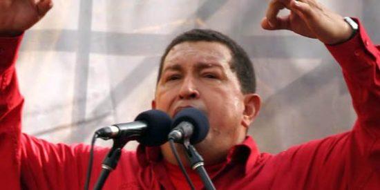 Chávez cierra un diario y una revista de la oposición