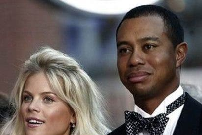 Tiger Woods se estampa contra un árbol y es rescatado ileso por su mujer