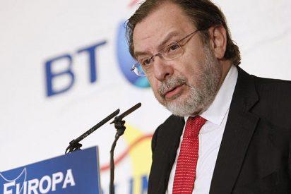 Cebrián se aferra a Telefónica tras las calabazas de Berlusconi