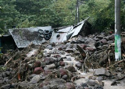 El huracán Ida causa más de un centenar de muertos y graves daños en El Salvador