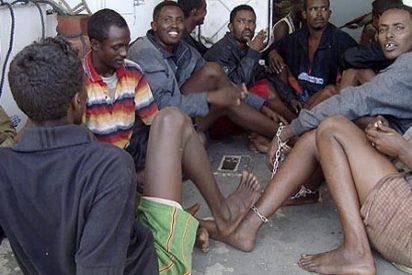 Los piratas somalíes se colocan con un arbusto que se llama Qat