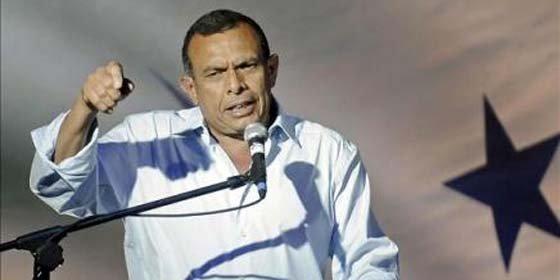 Porfirio Lobo gana elecciones y Micheletti cederá el poder sin condiciones