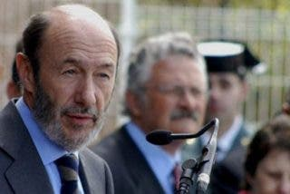 El PP pide a Rubalcaba dimitir por abroncar a uno de sus diputados