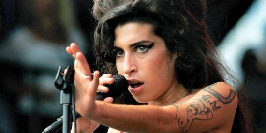 """Amy Winehouse: """"¡Mis tetas me están matando!"""""""
