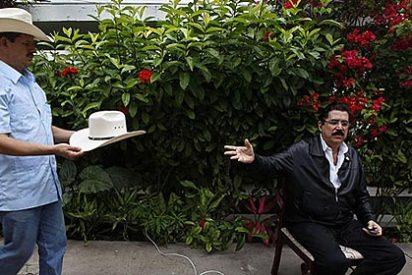 """Zelaya dice ahora que sólo """"juega"""" si lo ponen otra vez de presidente"""