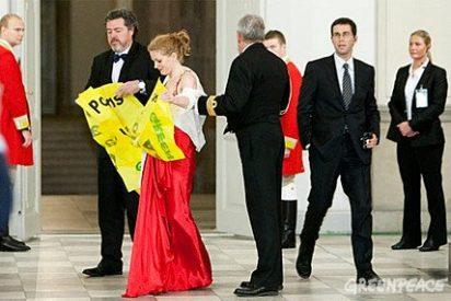 Detienen al director de Greenpeace en España en una cena de gala en Copenhague