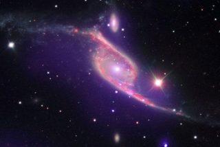 La NASA capta un choque de galaxias que giran en torno a un agujero negro