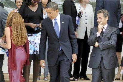 Barack Obama le mira el culo a una brasileña y George Bush rompe a llorar