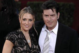 Charlie Sheen amenazó a su mujer con un cuchillo