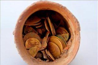 Descubren en Egipto un cuenco lleno de monedas de oro