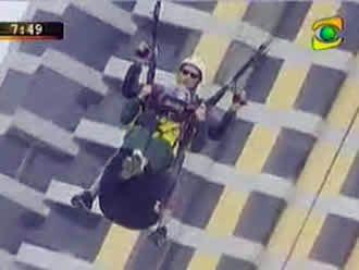 Anciana de 85 años se lanza en vuelo de parapente