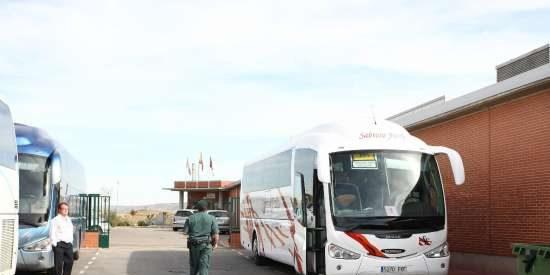 El guardia civil que conducía el autobús donde abusaron de dos menores sigue cobrando su sueldo