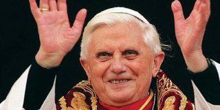 ¿Quedará bonito el periódico del Papa entre los anuncios de putas?