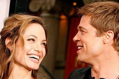 Angelina Jolie le rasga la camisa a Brad cuando pierde los nervios