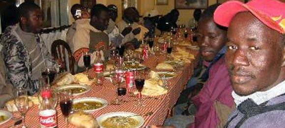 Inmigrantes disfrutarán de Cena de Nochebuena y Nochevieja gratis