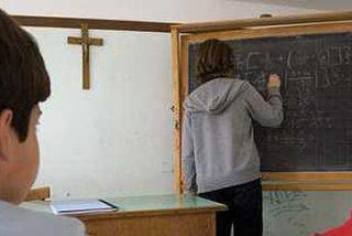 El Congreso vota a favor de retirar los crucifijos de la escuela