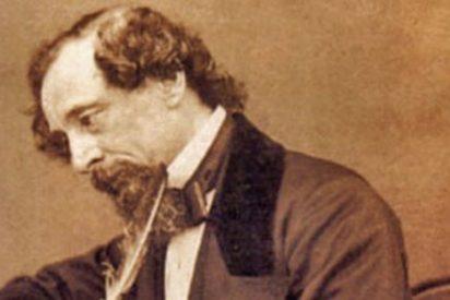Subastado un palillo de oro y marfil de Dickens por más de 6.000 euros