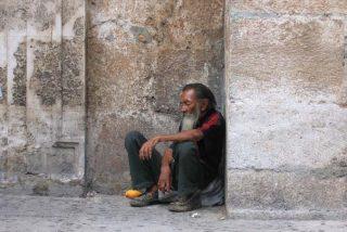 Enferma, borracha, maleducada e insostenible... así ve el mundo a España