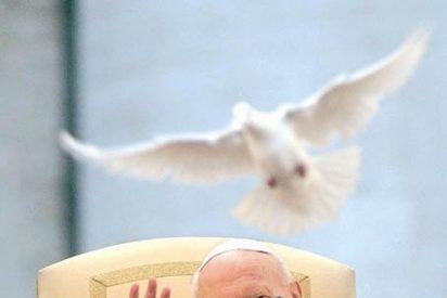 """Benedicto XVI proclamó """"venerable"""" a Juan Pablo II"""