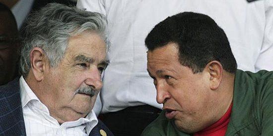 El ex terrorista Mujica tiende la mano al ex golpista Chávez